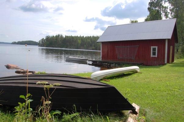 På sommaren - Privat strand med båt, brygga