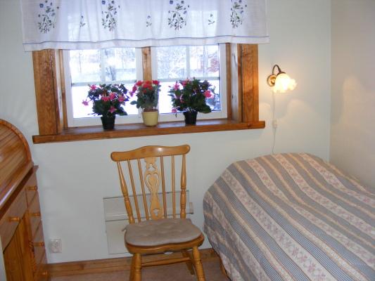 Sovrum - 2 sovrum med resårmadrasser 90X200 cm.