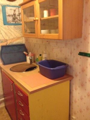 Övrig - Diskbänk samt skåp med köksutrustning och porslin i hallen (samma våning).