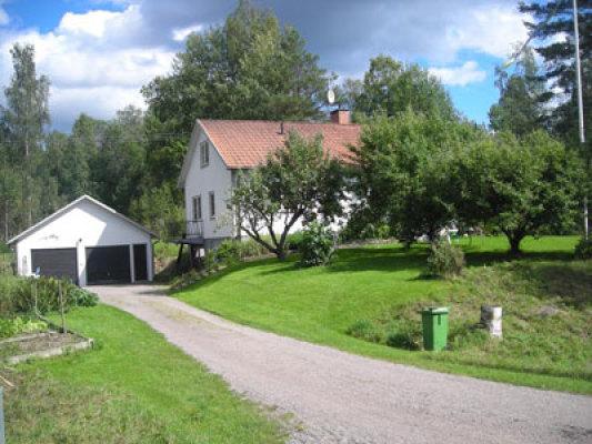 Omgivning - huset med garage