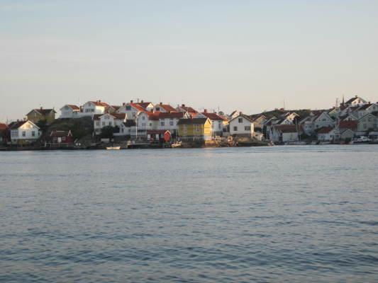 Omgivning - Gullholmen, 2 km från huset kan nås med färja